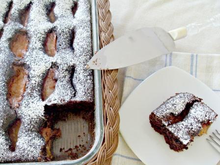 Queque de chocolate, almendras y ciruelas