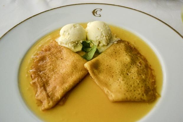 Crepes suzette y helado de vainilla casero